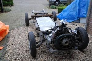 Het chassis met motor en draagarmen